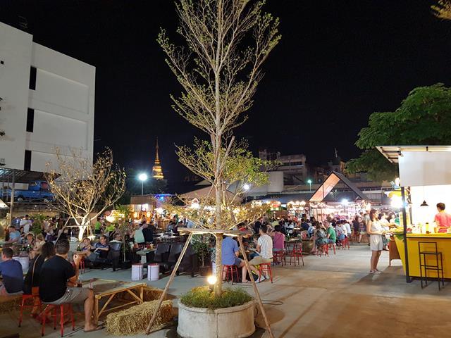 Phloen Ruedee Night Market, Chiang Mai, Thailand