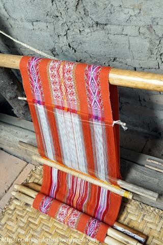 backstrap weaving Otavalo Ecuador