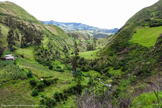 On the road from Isinlivi to Guantualo | Quilotoa Loop | Ecuador | hiking in Ecuador