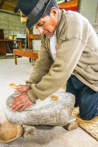 Making machica de maiz, Kushiwaira, Cuenca, Ecuador